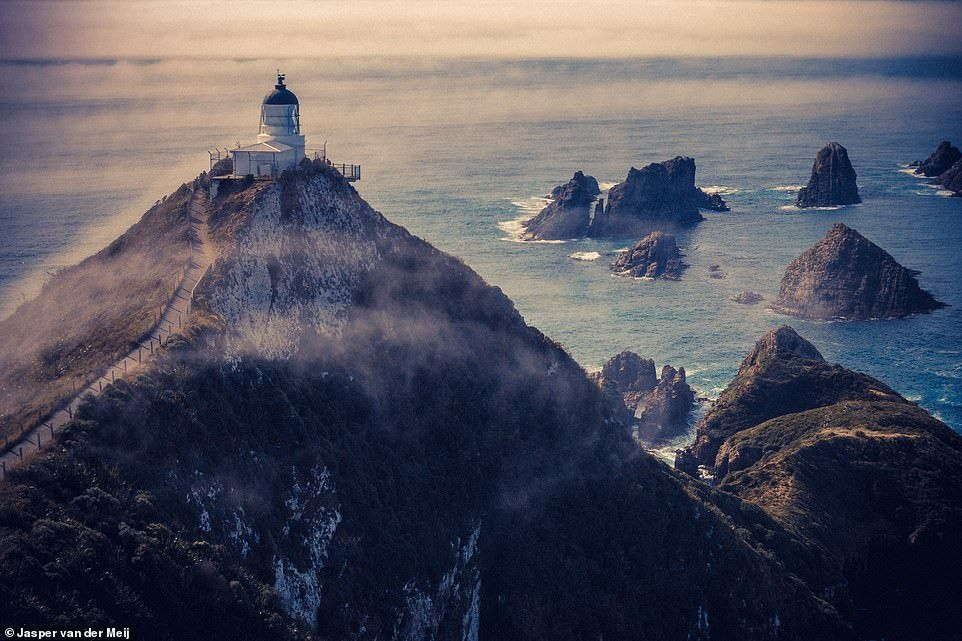 Những công trình trên vách núi ấn tượng nhất thế giới Ảnh 12