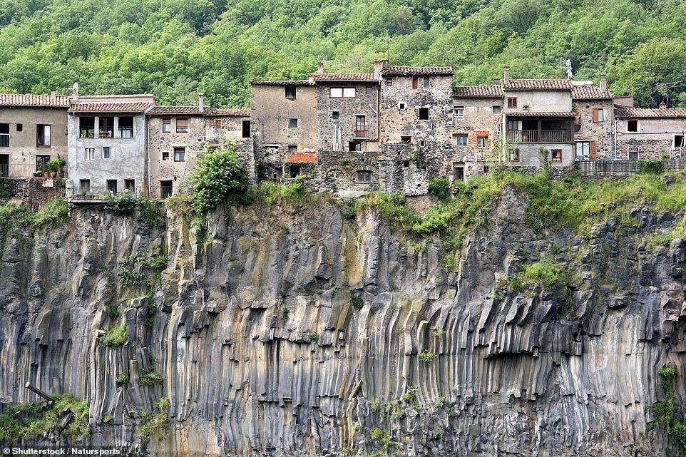 Những công trình trên vách núi ấn tượng nhất thế giới Ảnh 6