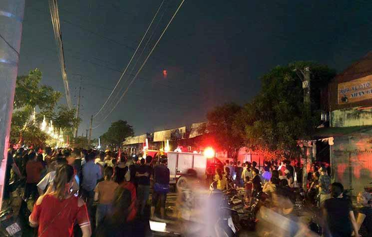 Hiện trường khói lửa cháy khủng khiếp loạt ki ốt ở Lai Xá, Hoài Đức Ảnh 2