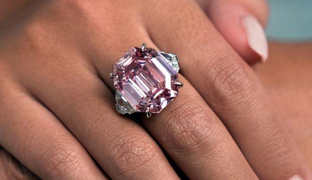 Chiêm ngưỡng viên kim cương hồng 19 cara giá 1,2 nghìn tỷ đồng Ảnh 2