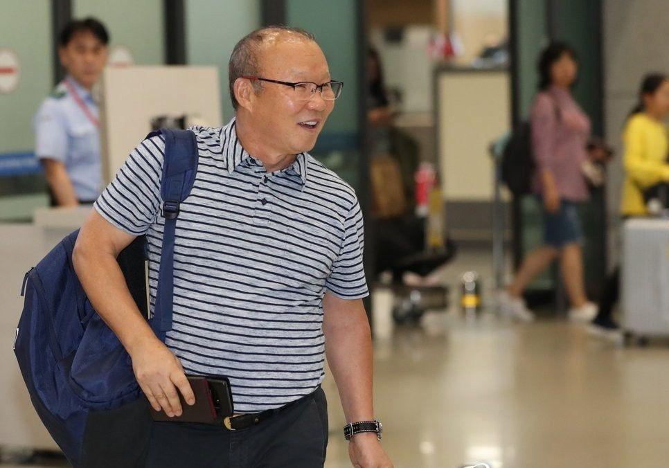 HLV Park Hang Seo trở lại Việt Nam: Đau đầu tìm trợ lý, tuyển quân đá AFF Cup Ảnh 1