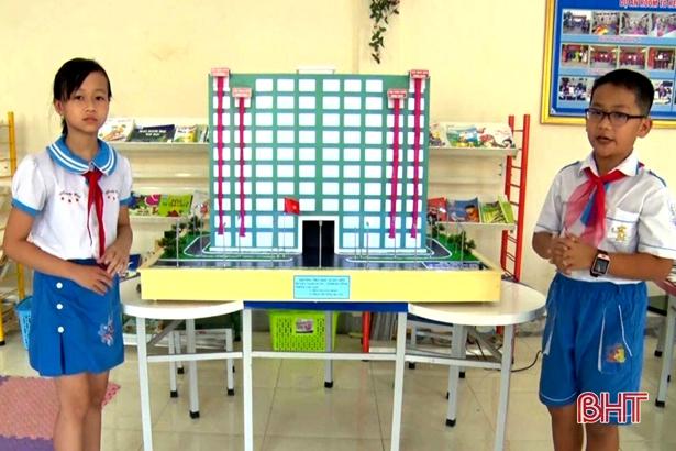 Xem sáng chế hệ thống cứu sinh ở chung cư của học sinh Hà Tĩnh Ảnh 2
