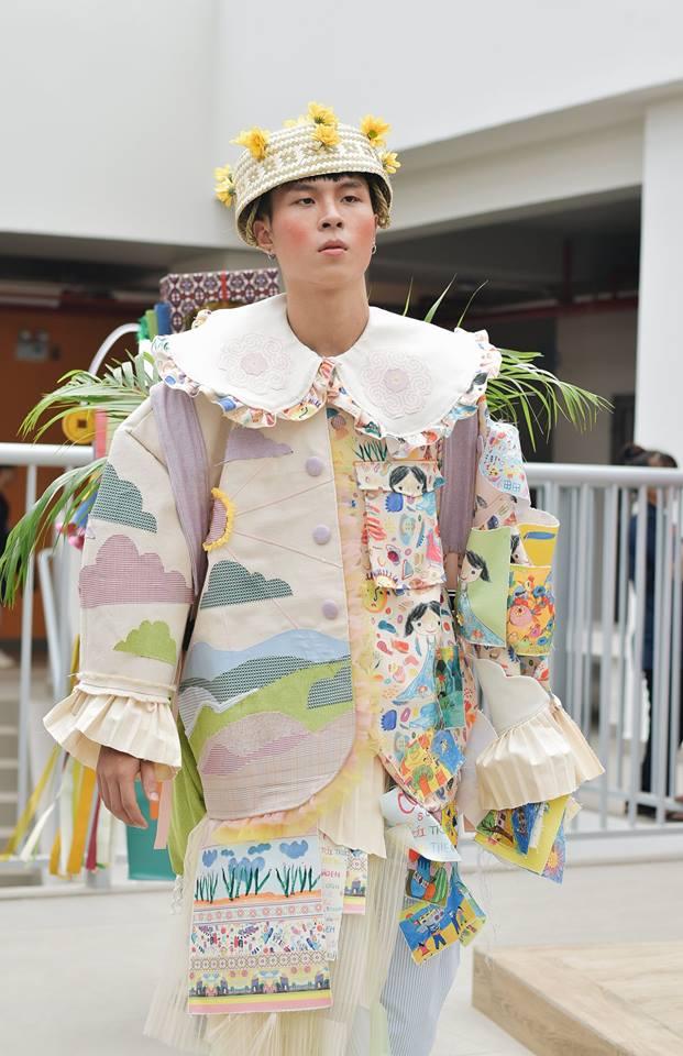 Khi sinh viên ĐH Văn Lang khoe tài thiết kế thời trang, người xem cứ nghĩ đang dự show diễn nghệ thuật 'chất phát ngất' Ảnh 2