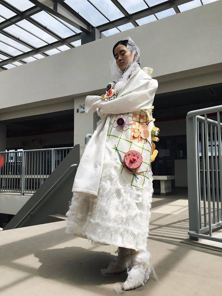Khi sinh viên ĐH Văn Lang khoe tài thiết kế thời trang, người xem cứ nghĩ đang dự show diễn nghệ thuật 'chất phát ngất' Ảnh 12