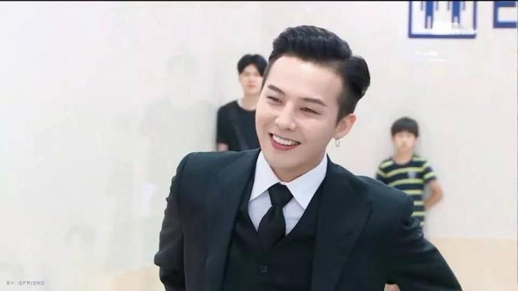Chết cười với ảnh đi dự sự kiện và ngoài đời thật của G-Dragon do chính fan 'bóc mẽ' Ảnh 3