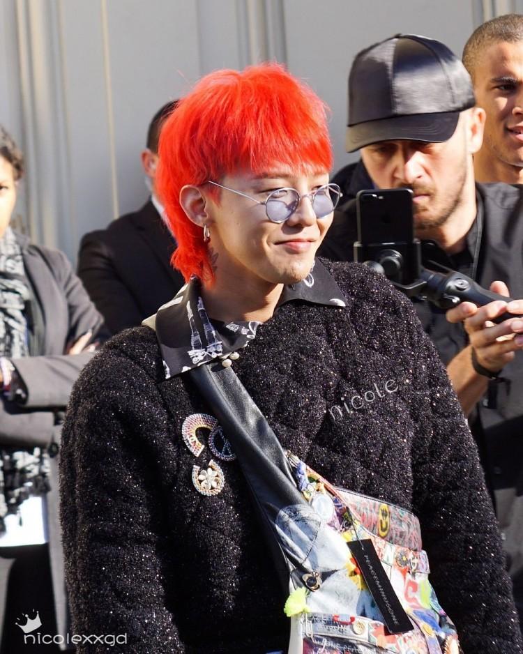 Chết cười với ảnh đi dự sự kiện và ngoài đời thật của G-Dragon do chính fan 'bóc mẽ' Ảnh 13