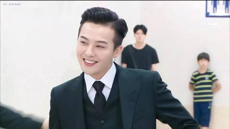 Chết cười với ảnh đi dự sự kiện và ngoài đời thật của G-Dragon do chính fan 'bóc mẽ' Ảnh 1
