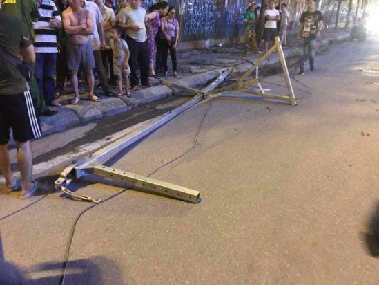 Hà Nội: Thanh sắt rơi từ công trình xây dựng, 1 người tử vong tại chỗ Ảnh 1