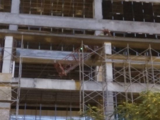 Hà Nội: Thanh sắt rơi từ công trình xây dựng, 1 người tử vong tại chỗ Ảnh 2