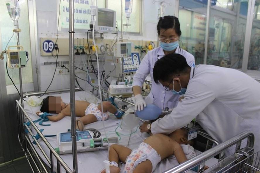 Bùng phát dịch sởi, sốt xuất huyết, tay chân miệng và những 'góc khuất' y tế cộng đồng Ảnh 1