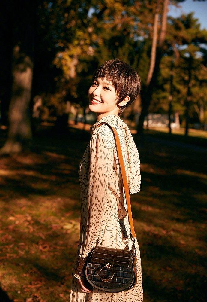 Người đẹp phim 'Bên nhau trọn đời' tóc tém trẻ trung tại Paris Ảnh 8