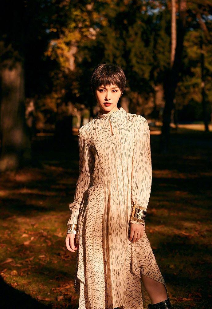 Người đẹp phim 'Bên nhau trọn đời' tóc tém trẻ trung tại Paris Ảnh 7