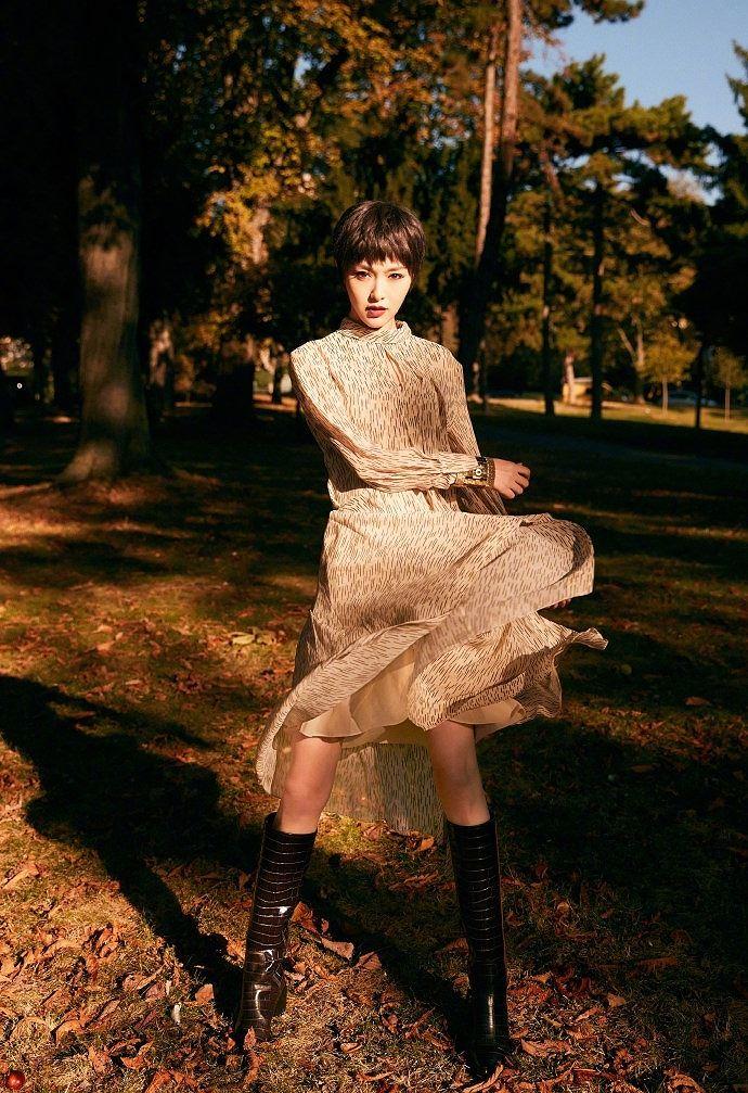 Người đẹp phim 'Bên nhau trọn đời' tóc tém trẻ trung tại Paris Ảnh 6
