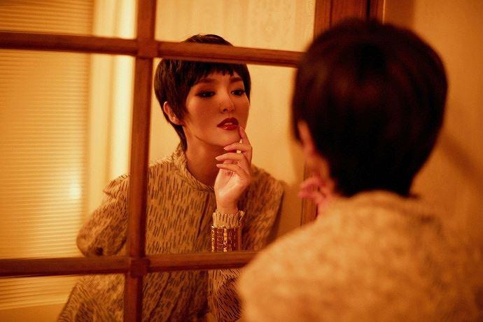 Người đẹp phim 'Bên nhau trọn đời' tóc tém trẻ trung tại Paris Ảnh 3