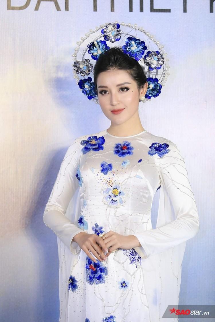 Á hậu Huyền My mặc áo dài trăm triệu khoe nhan sắc 'cực phẩm' Ảnh 7