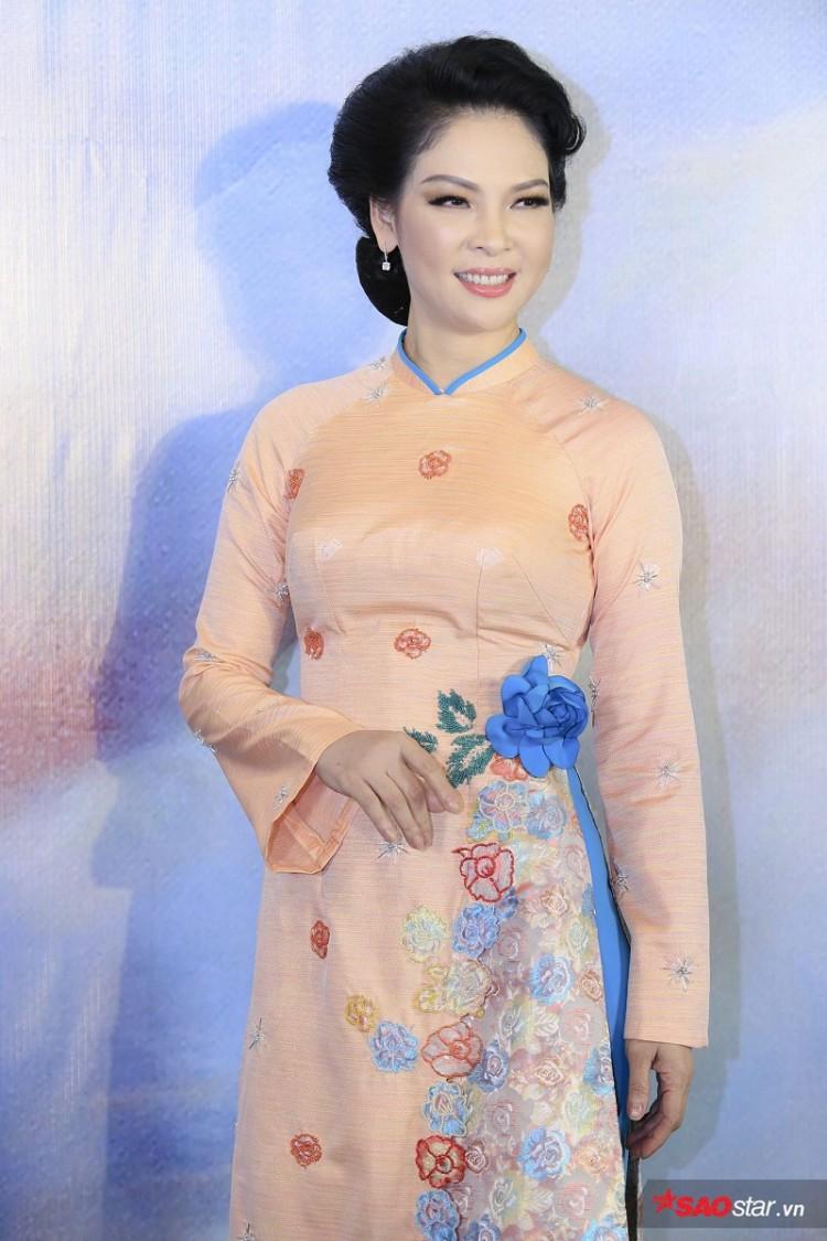 Á hậu Huyền My mặc áo dài trăm triệu khoe nhan sắc 'cực phẩm' Ảnh 4