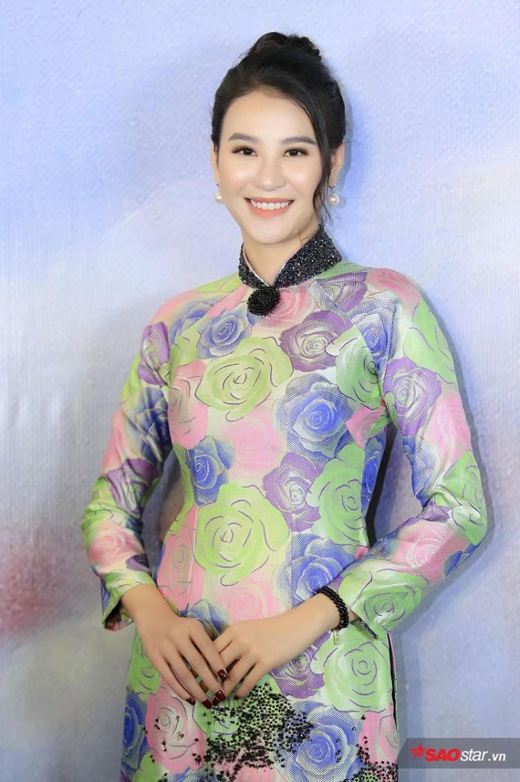 Á hậu Huyền My mặc áo dài trăm triệu khoe nhan sắc 'cực phẩm' Ảnh 14