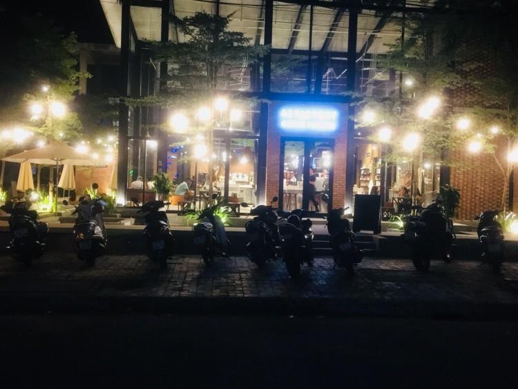 Đột kích quán bar ở Đà Nẵng, phát hiện 18 du khách nước ngoài dương tính với ma túy Ảnh 1