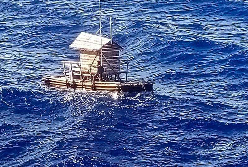 Indoneisa: Một thanh niên sống sót sau 49 ngày lênh đênh trên biển Ảnh 1