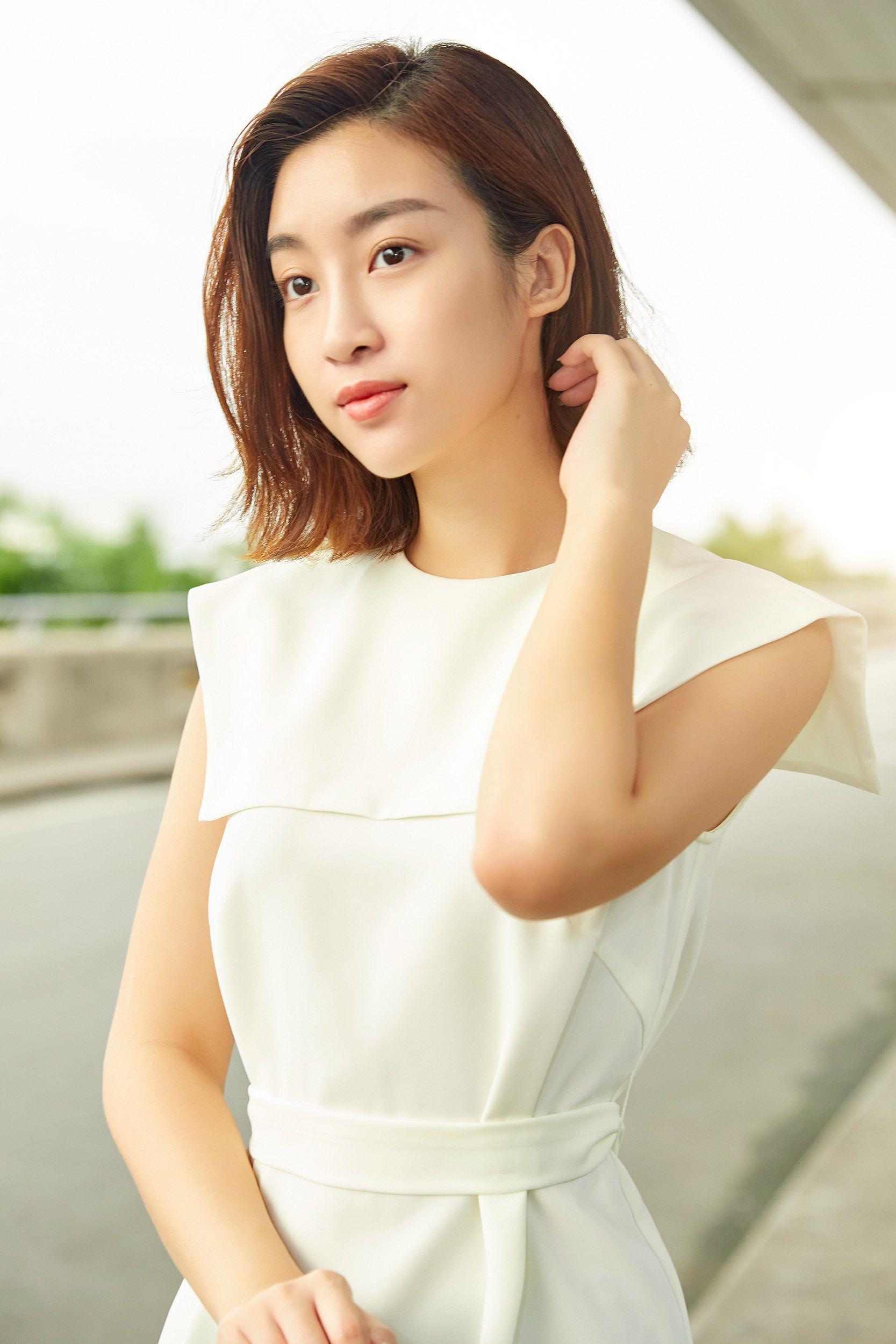 Hoa hậu Đỗ Mỹ Linh và Phương Ly đọ mặt mộc xinh đẹp tại sân bay Ảnh 4