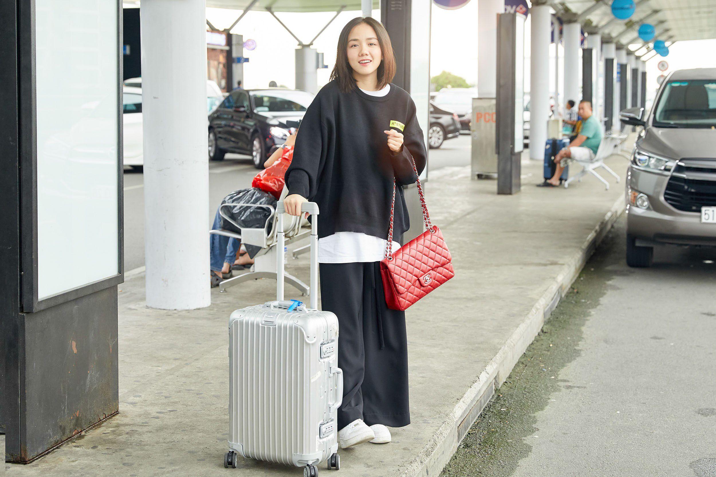 Hoa hậu Đỗ Mỹ Linh và Phương Ly đọ mặt mộc xinh đẹp tại sân bay Ảnh 9