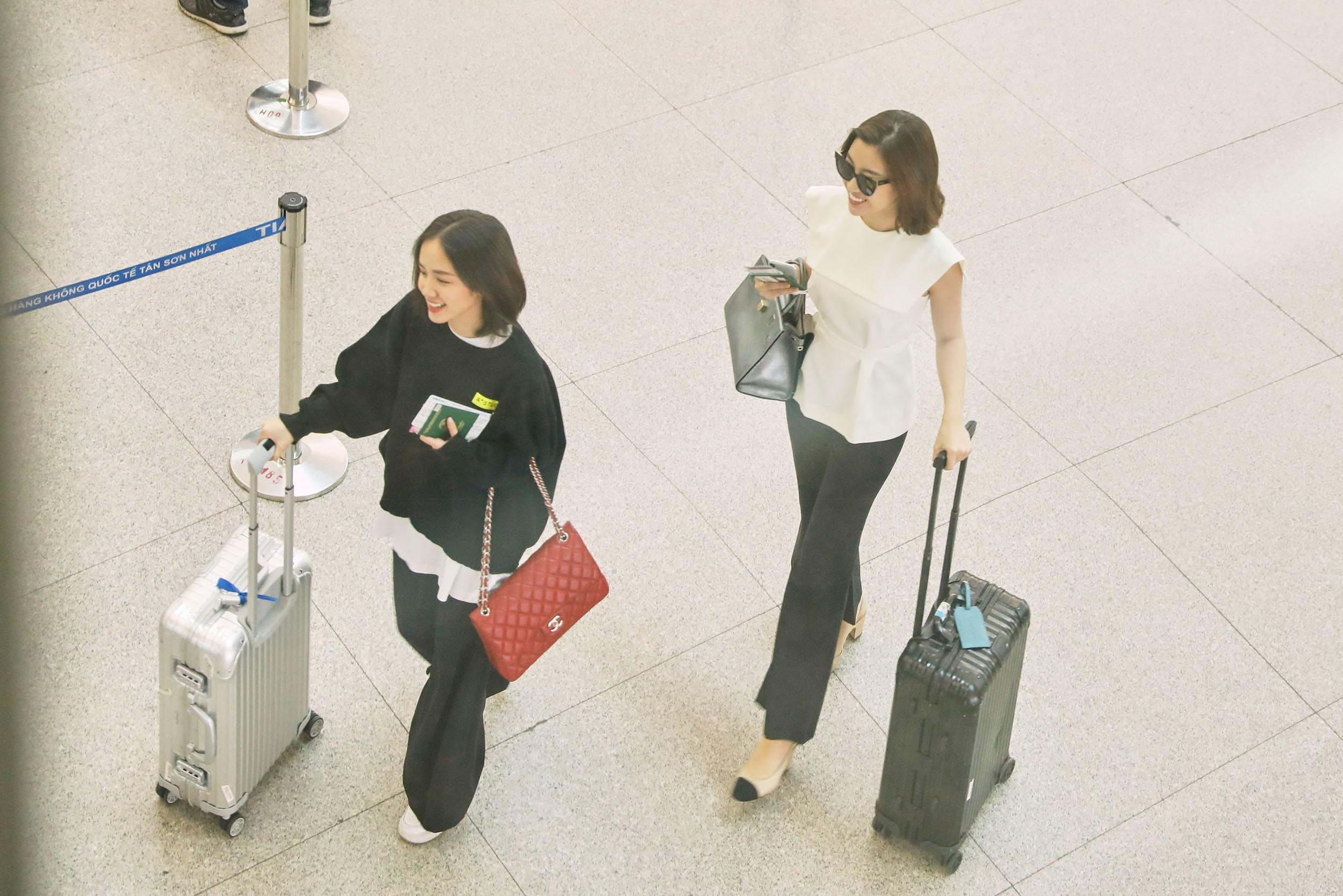 Hoa hậu Đỗ Mỹ Linh và Phương Ly đọ mặt mộc xinh đẹp tại sân bay Ảnh 12