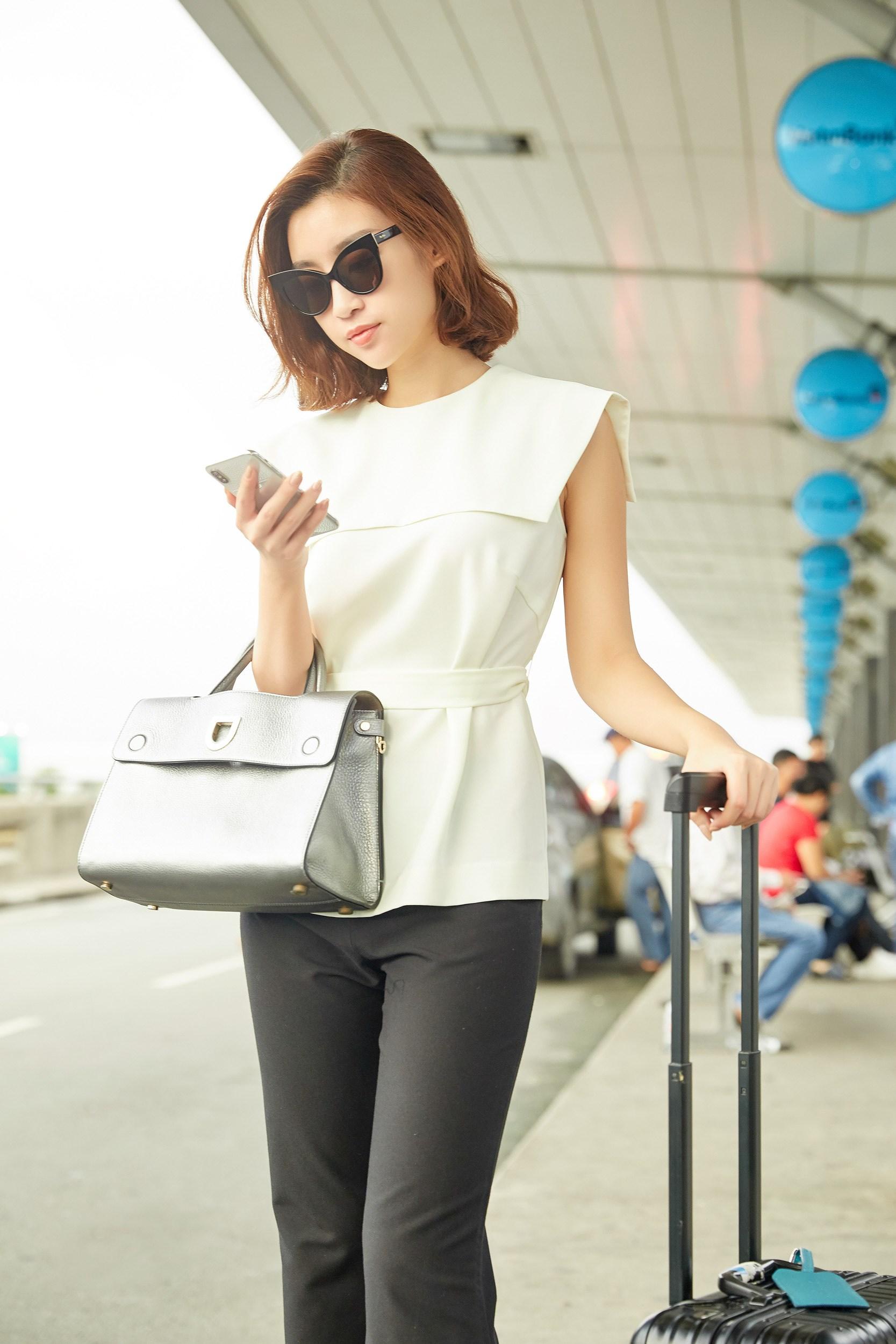 Hoa hậu Đỗ Mỹ Linh và Phương Ly đọ mặt mộc xinh đẹp tại sân bay Ảnh 2