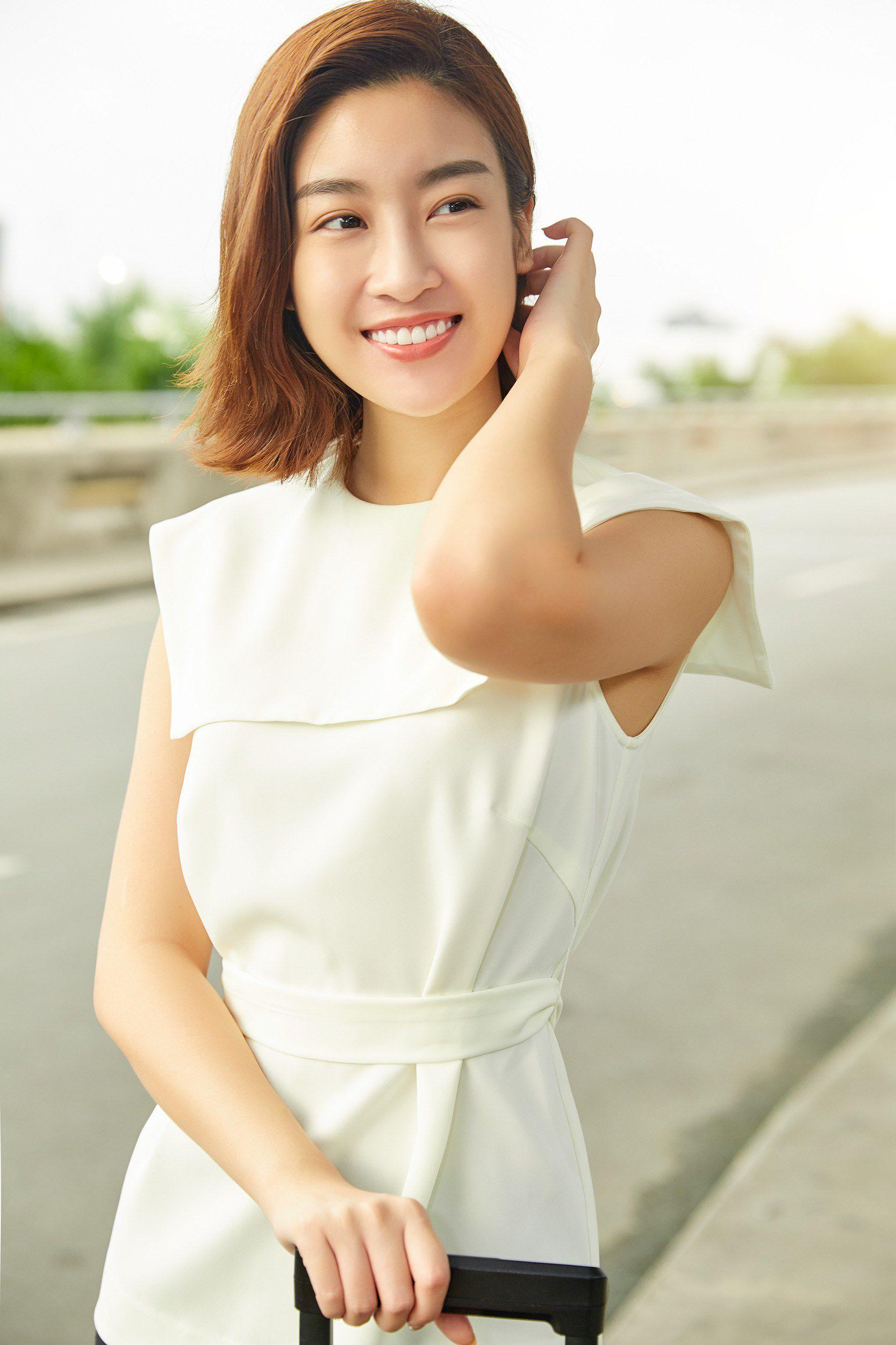 Hoa hậu Đỗ Mỹ Linh và Phương Ly đọ mặt mộc xinh đẹp tại sân bay Ảnh 6