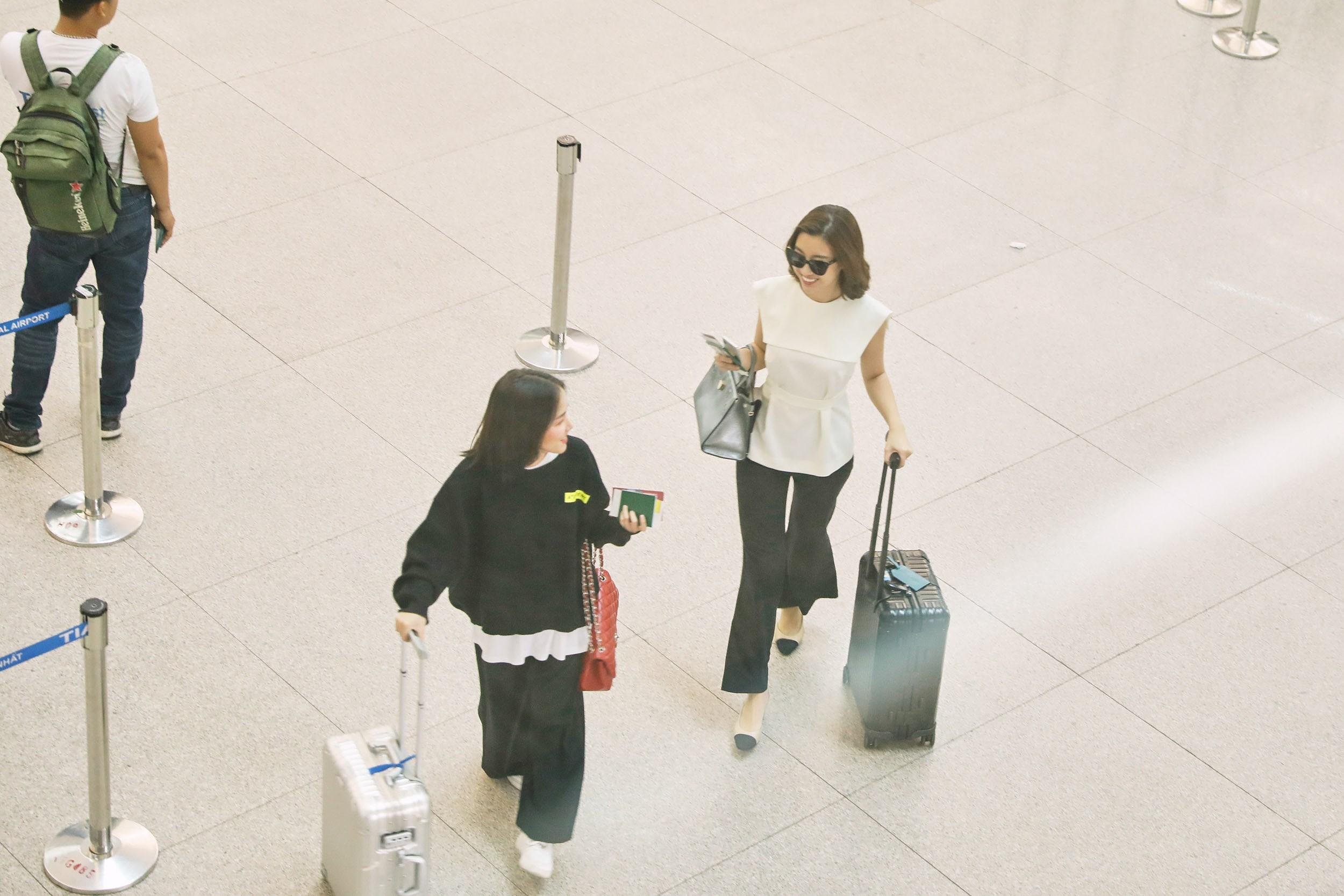 Hoa hậu Đỗ Mỹ Linh và Phương Ly đọ mặt mộc xinh đẹp tại sân bay Ảnh 11