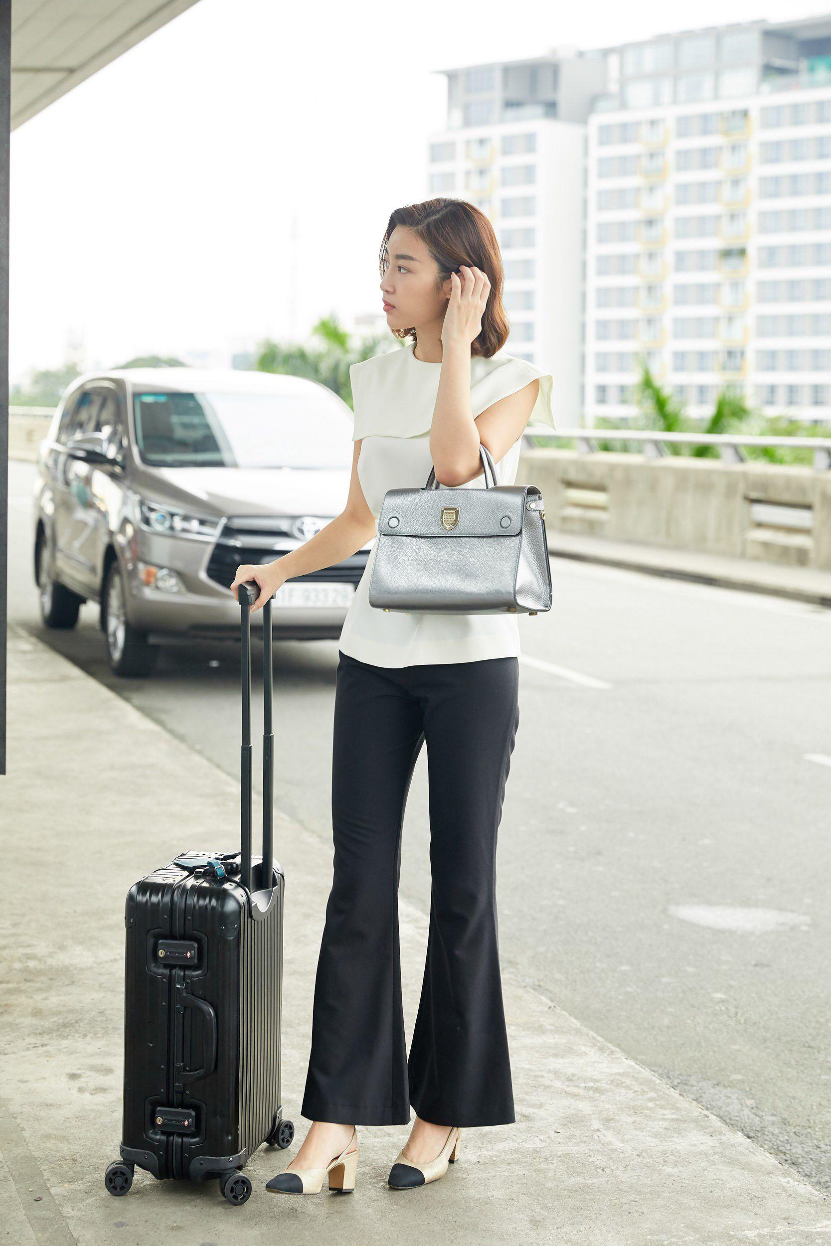 Hoa hậu Đỗ Mỹ Linh và Phương Ly đọ mặt mộc xinh đẹp tại sân bay Ảnh 3