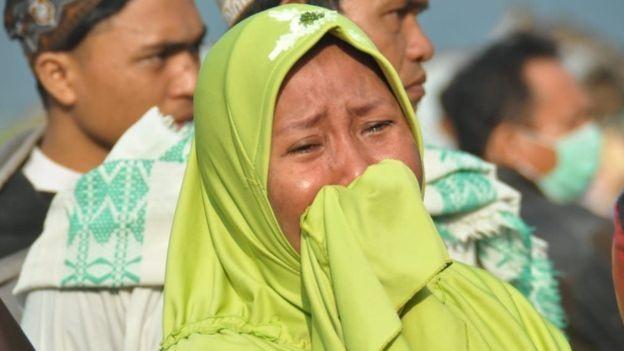 Thi thể nạn nhân sóng thần Indonesia ngổn ngang trên đường Ảnh 5