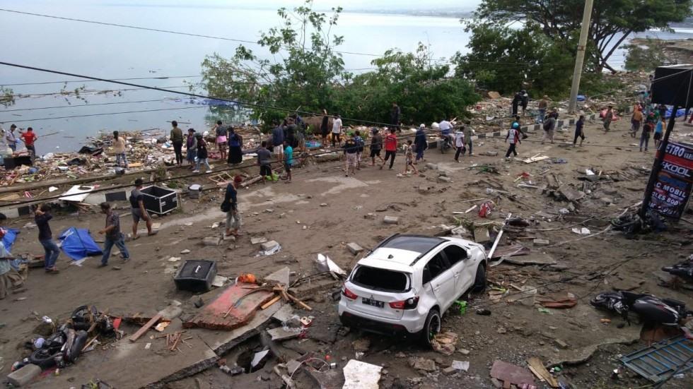 Thi thể nạn nhân sóng thần Indonesia ngổn ngang trên đường Ảnh 2