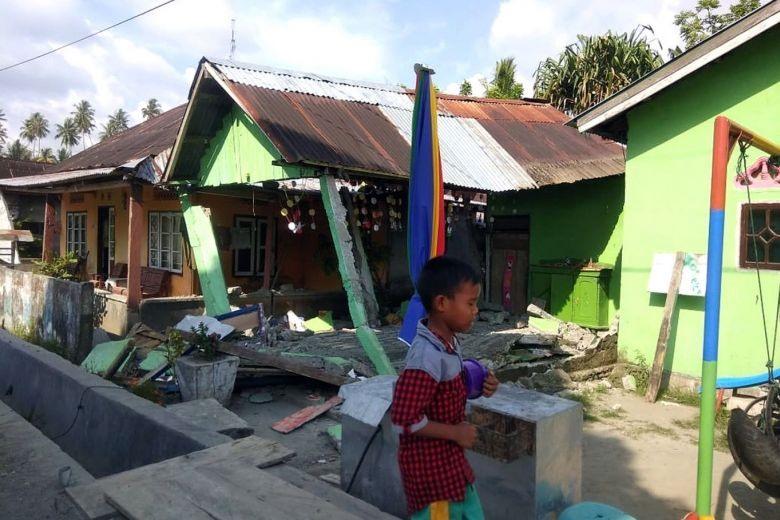 Thi thể nạn nhân sóng thần Indonesia ngổn ngang trên đường Ảnh 7