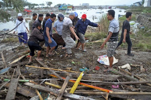 Indonesia: Cứu hộ gặp khó sau động đất Ảnh 1