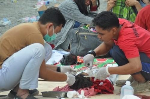 Rơi nước mắt trước khung cảnh tan hoang tại Indonesia sau trận sóng thần kinh hoàng Ảnh 10