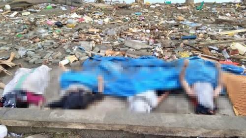 Rơi nước mắt trước khung cảnh tan hoang tại Indonesia sau trận sóng thần kinh hoàng Ảnh 12
