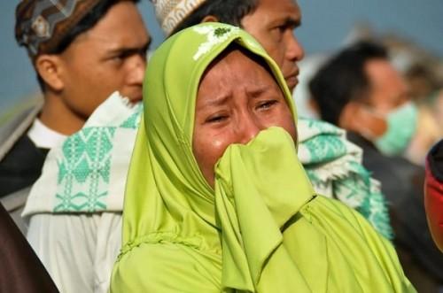Rơi nước mắt trước khung cảnh tan hoang tại Indonesia sau trận sóng thần kinh hoàng Ảnh 7