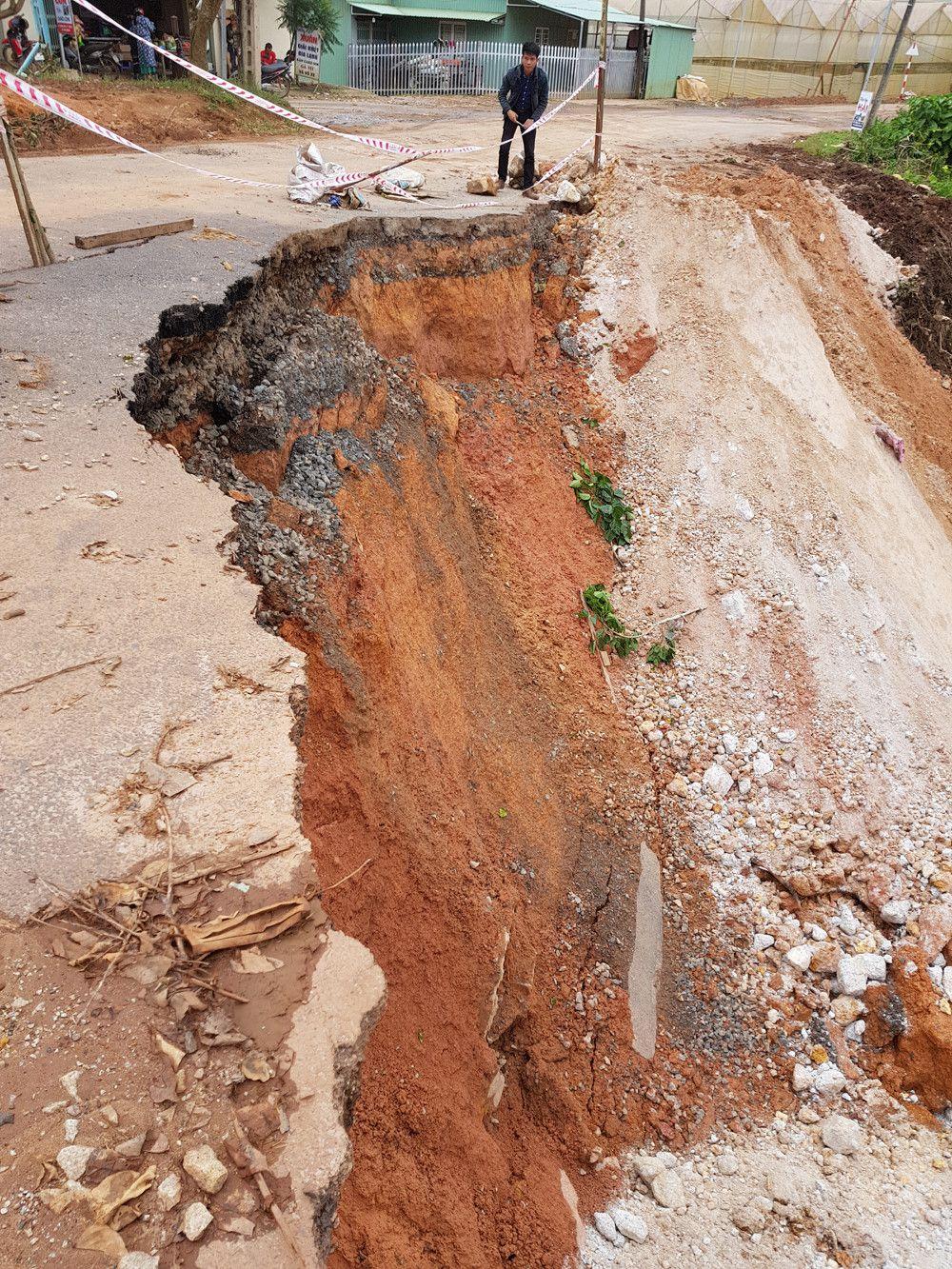 Chi 1,5 tỉ đồng khắc phục đường Cam Ly bị sạt lở Ảnh 3
