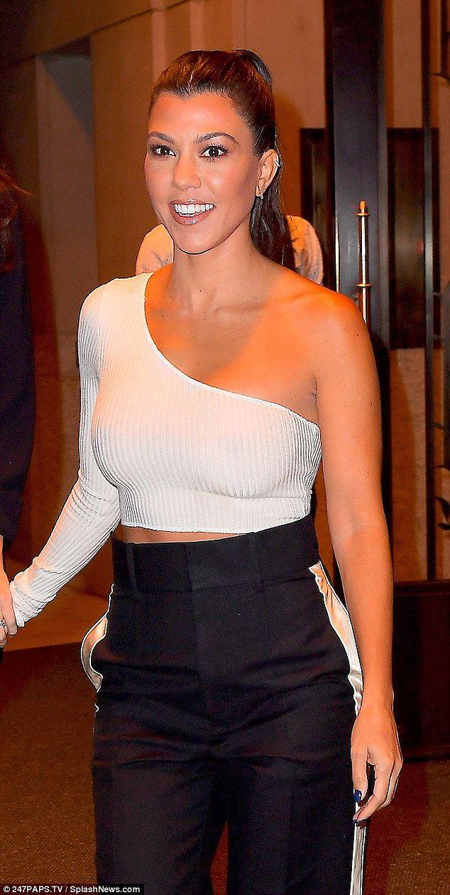 Kim Kardashian khoe dáng 'đồng hồ cát' trứ danh ở New York Ảnh 10