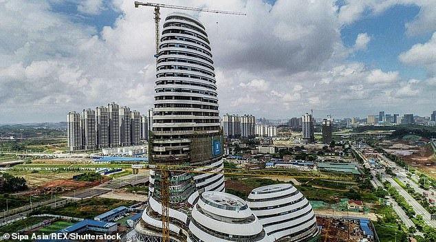 Tòa nhà vừa mở cửa ở Trung Quốc gây tranh cãi vì có hình dáng… nhạy cảm Ảnh 1