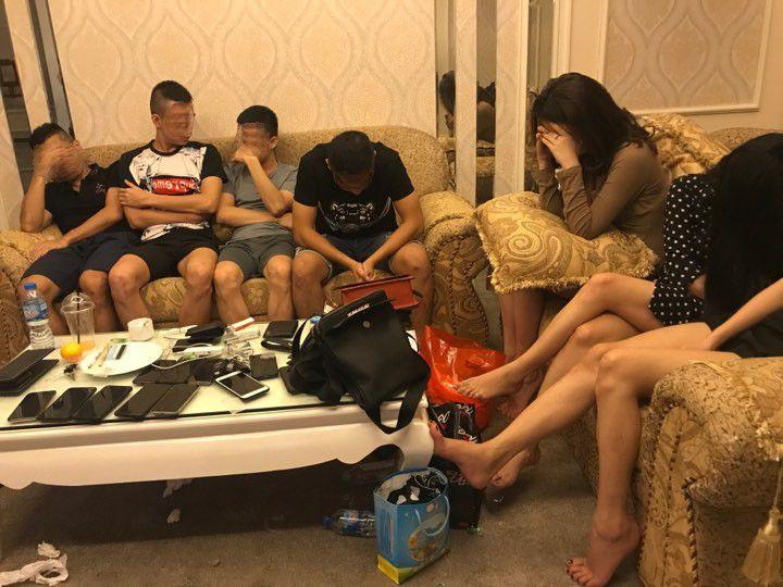 Bắt quả tang nhóm nam thanh nữ tú đang 'bay lắc' trong khách sạn Ảnh 1