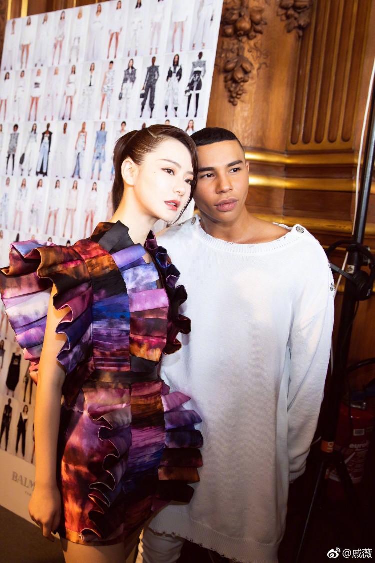 Hứa Ngụy Châu bảnh bao bên 'noona' Sandara Park, Xa Thi Mạn và Mai Davika ở 'Paris Fashion Week' ngày 4 Ảnh 30
