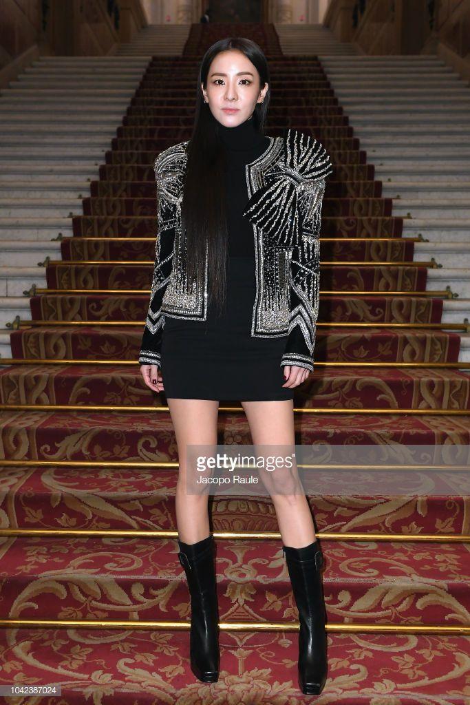 Hứa Ngụy Châu bảnh bao bên 'noona' Sandara Park, Xa Thi Mạn và Mai Davika ở 'Paris Fashion Week' ngày 4 Ảnh 17