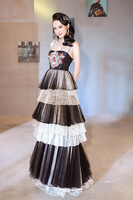 Angela Phương Trinh diện váy xếp tầng nổi bần bật như minh tinh tại sự kiện Ảnh 4