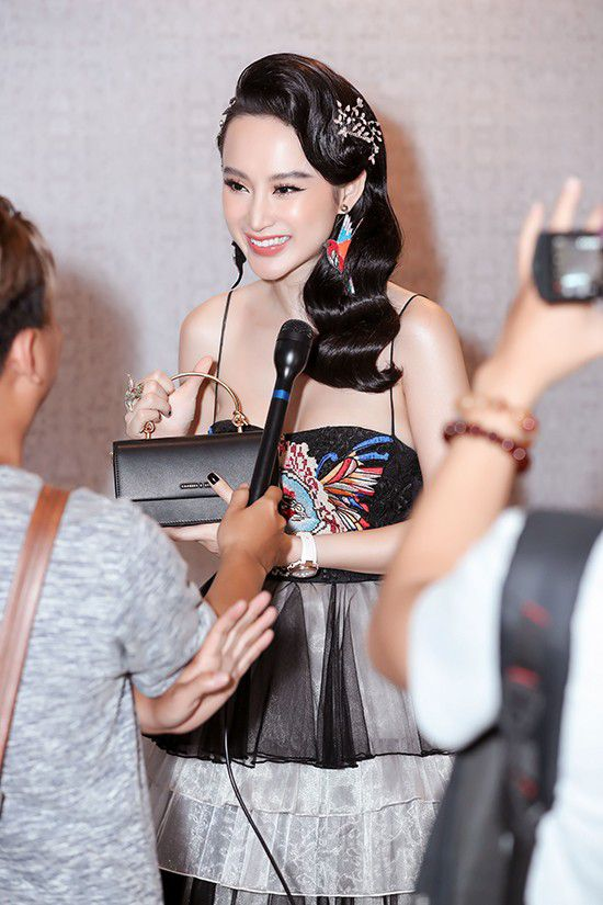 Angela Phương Trinh diện váy xếp tầng nổi bần bật như minh tinh tại sự kiện Ảnh 7