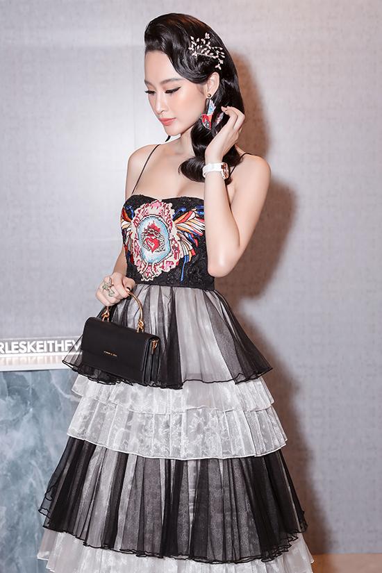 Angela Phương Trinh diện váy xếp tầng nổi bần bật như minh tinh tại sự kiện Ảnh 6
