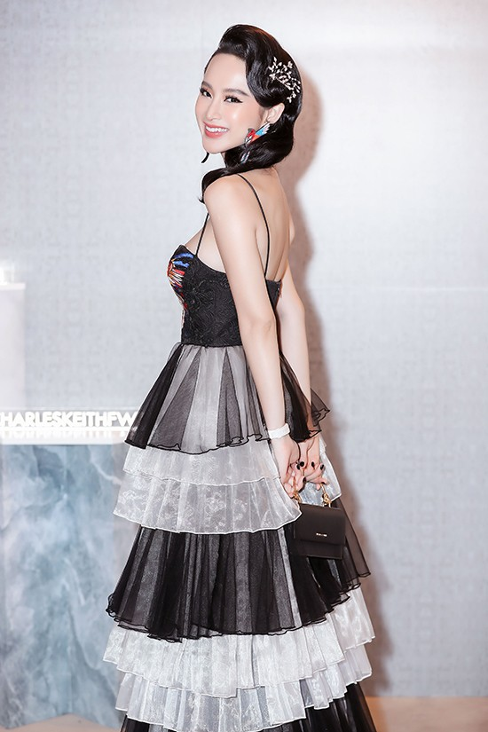 Angela Phương Trinh diện váy xếp tầng nổi bần bật như minh tinh tại sự kiện Ảnh 5