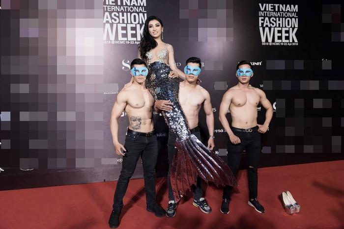 Những sao Việt bất chấp dress code ăn diện một mình một cõi lên thảm đỏ Ảnh 10