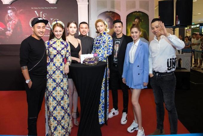 Những sao Việt bất chấp dress code ăn diện một mình một cõi lên thảm đỏ Ảnh 9