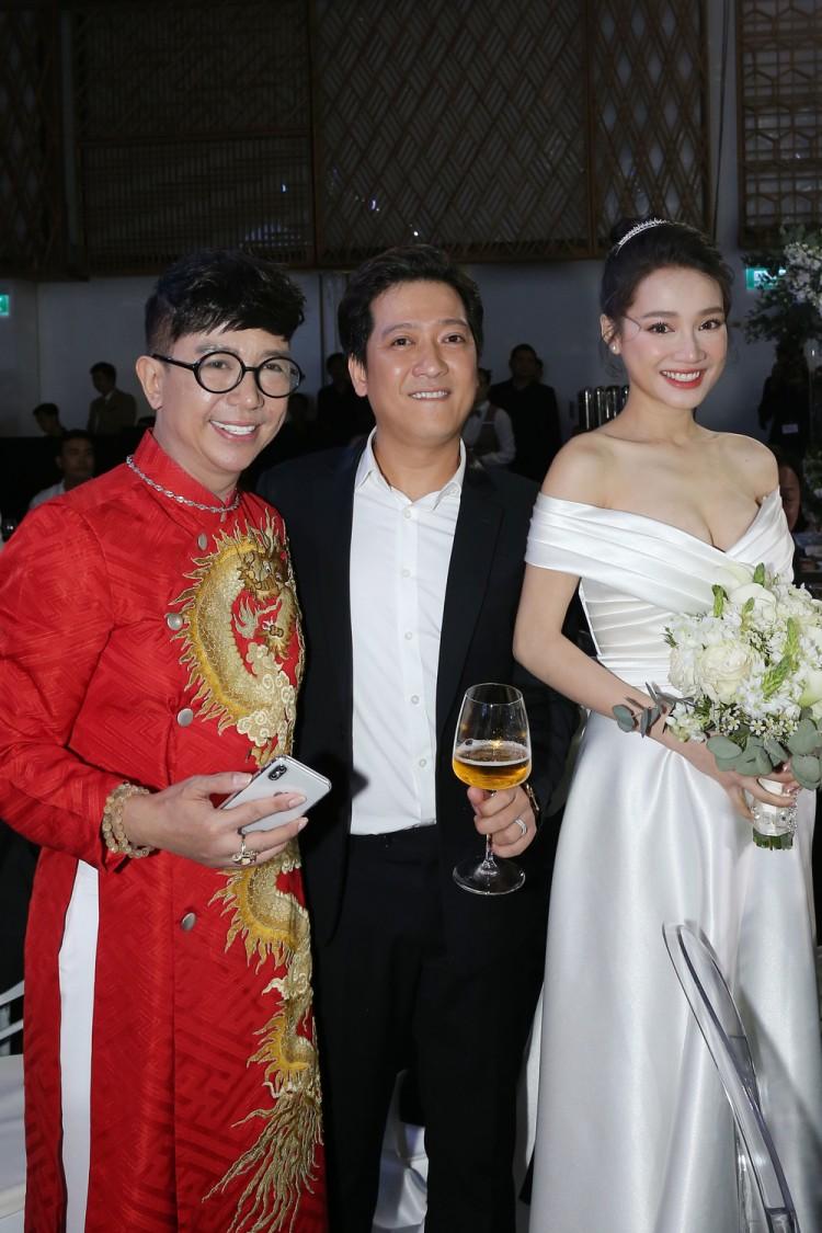 Những sao Việt bất chấp dress code ăn diện một mình một cõi lên thảm đỏ Ảnh 2